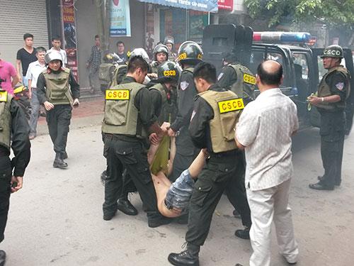 Công an vây bắt trùm ma túy đất cảng Phạm Văn Tự