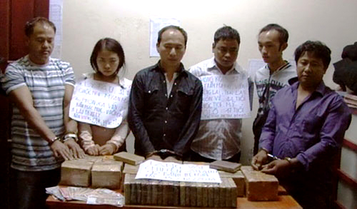 Các đối tượng cùng tang vật trong đường dây ma túy xuyên quốc gia - Ảnh BĐBP Hà Tĩnh cung cấp