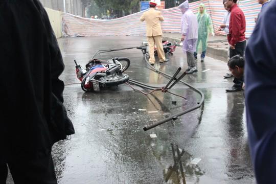 Hiện trường vụ tai nạn chết người khi thi công đường sắt trên cao ở Hà Nội. Ảnh: Bá Tùng