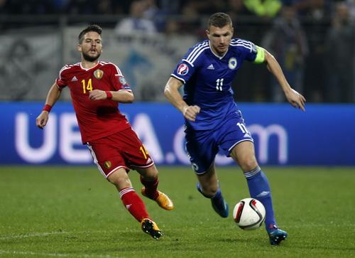 Edin Dzeko (11) lập công nhưng Bosnia chỉ có thể thủ hòa 1-1 với Bỉ