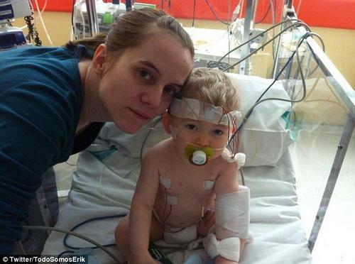 Cậu bé Erik chờ được phẫu thuật