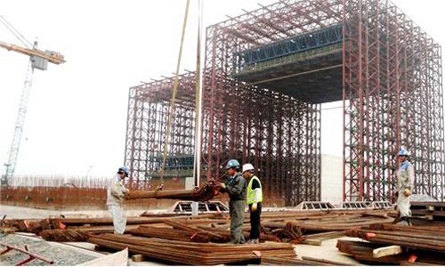 Lãnh đạo ban quản lý khu kinh tế Vũng Áng cho biết phải xem xét kỹ lưỡng đề xuất của Formosa. Ảnh: Báo Hà Tĩnh