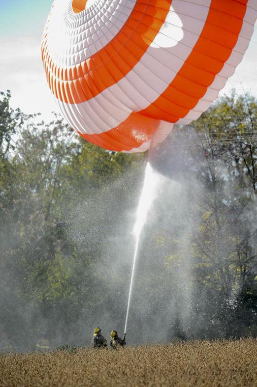 Chiếc máy bay đã kịp bung dù khi xảy ra sự cố. Ảnh: Frederick News Post