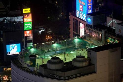 Được xây trên nóc trung tâm thương mại nổi tiếng ở Tokyo