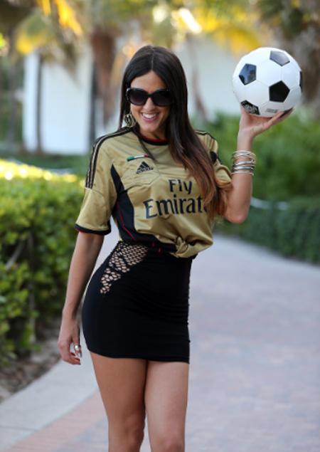Đội bóng yêu thích của Romani là AC Milan