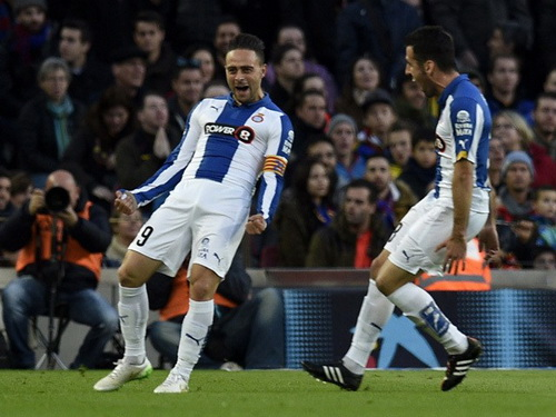 Sergio Garcia (9) vui mừng sau pha mở tỉ số tại Nou Camp