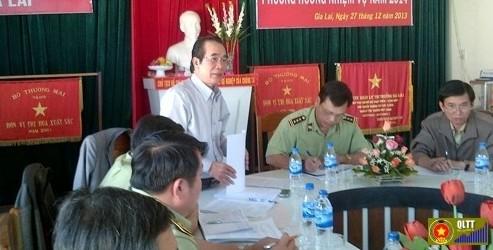 Ông Huỳnh Ngọc Tục (đứng) bị kỷ luật cảnh cáo về mặt Đảng Ảnh: Trang thông tin Sở Công Thương Gia Lai