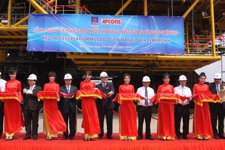 Phó Thủ tướng Hoàng Trung Hải phát lệnh hạ thủy Khối thượng tầng Giàn công nghệ HRD. Ảnh:VGP/Nguyên Linh