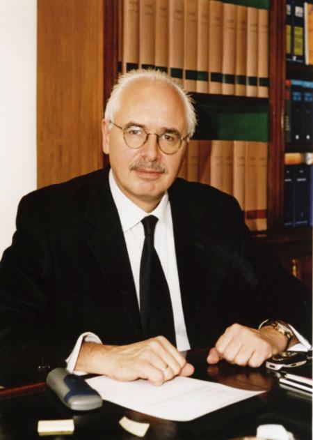 Giáo sư về luật hàng không Elmar Giemulla, luật sư đại diện cho 3 gia đình nạn nhân Đức. Ảnh: Vebidoo