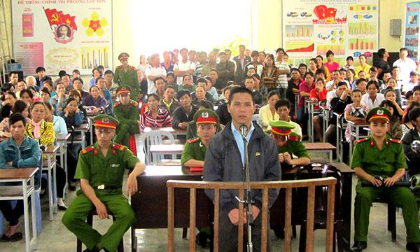 Bị cáo Trương Văn Thanh trước vành móng ngựa