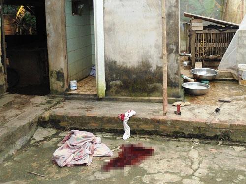 Hiện trường nơi ông Lê Văn Bảng gục chết sau khi bị con đẻ dùng hung khí đánh vào đầu