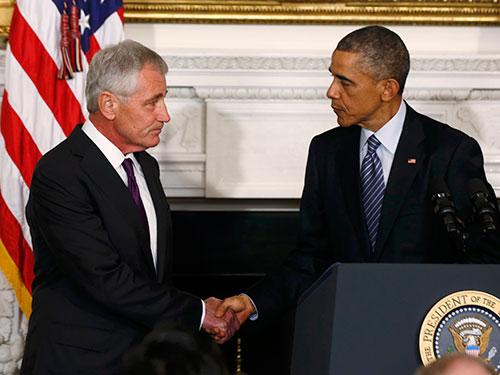 Tổng thống Barack Obama (phải) và ông Chuck Hagel hôm 24-11 Ảnh: Reuters