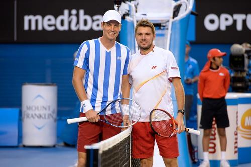 Hai tay vợt trước trận đấu