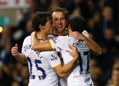 ... Tuyển thủ U21 Harry Kane cũng tỏa sáng trong màu áo Tottenham