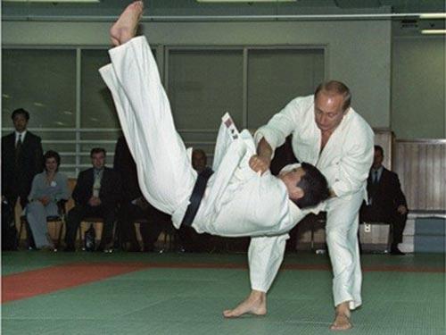 Tổng thống Nga Vladimir Putin đem cả kỹ thuật Judo vào chính trường Ảnh: KREMLIN