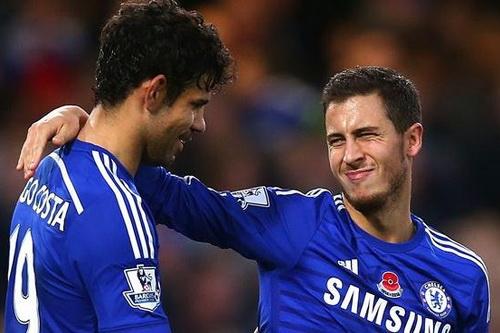 Hazard chia vui với Diego Costa sau khi ghi bàn thắng quyết định