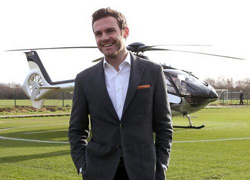 Mata đến sân tập Carrington bằng máy bay trực thăng