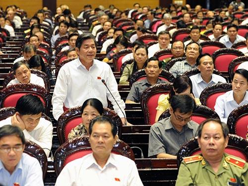 Bộ trưởng Bộ Kế hoạch và Đầu tư Bùi Quang Vinh phát biểu tại hội trường Ảnh: HOÀNG NGỌC