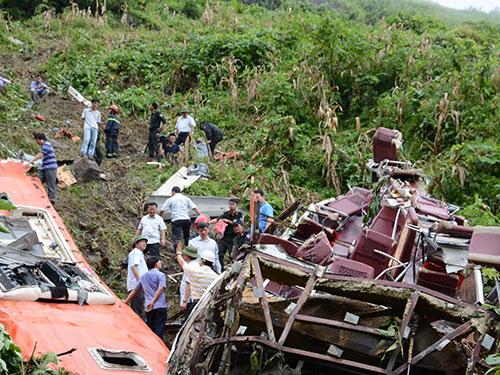 Hiện trường vụ tai nạn thảm khốc làm 12 người chết tại Lào Cai Ảnh: NGUYỄN HUỲNH
