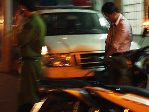 Ông Huỳnh Trung Hiếu bị công an bắt quả tang sau khi nhận hối lộ
