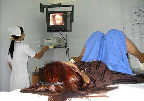 Soi cổ tử cung tại Bệnh viện Vạn Hạnh Ảnh: V.H