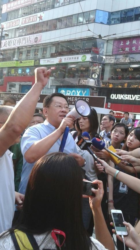 Những người chống chiếm đóng ở Vịnh Đồng La. Ảnh: SCMP