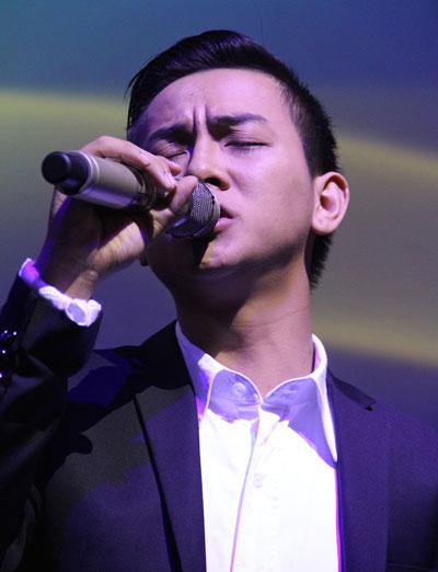 Từ trên xuống: Phi Nhung, Uyên Trang, Nguyễn Thiện Nhân, Đan Trường, Hoài Lâm. (Ảnh do nghệ sĩ cung cấp)