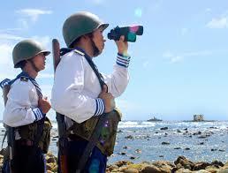 Các chiến sĩ chắc tay súng bảo vệ chủ quyền biển đảo