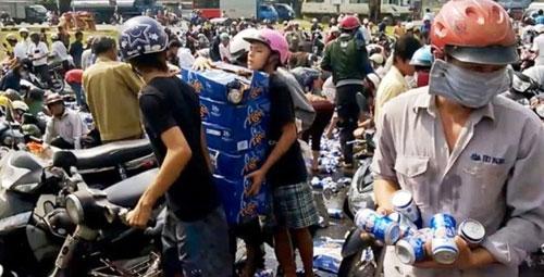 Hình ảnh cắt từ clip vụ hôi bia tại Đồng Nai - Ảnh: Bạn đọc cung cấp