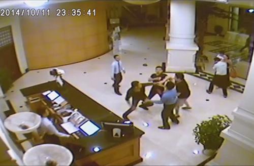 Hình ảnh vụ ẩu đả được camera giám sát của khách sạn ghi lại