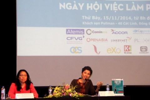 Bà Eva Nguyễn Bình (phải) và bà Thiên Nga Ngo-Rocaboy tại buổi họp báo. Ảnh: Trần Quý