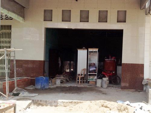 Căn nhà ông Tư Chạy đang xây bằng tiền con gái ở Hàn Quốc gửi về. Ảnh: Ái Nam/VNE
