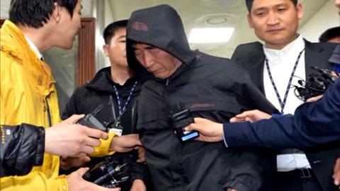 Thuyền trưởng Lee Joon-seok bị bắt hôm 18-4. Ảnh: Chosun Ilbo
