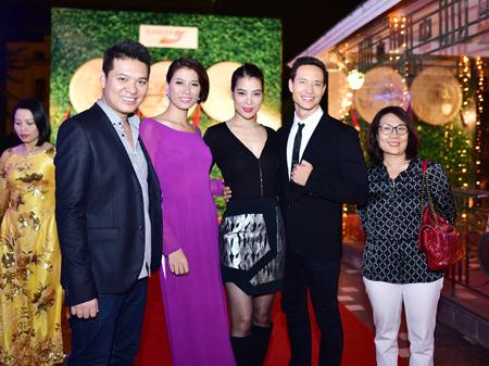 Các ngôi sao phim Hương Ga đến chúc mừng Hiệp sĩ mù