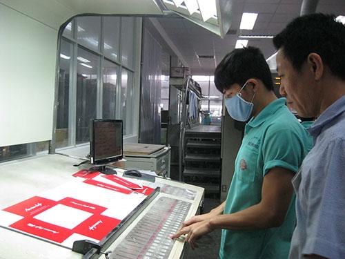 Cán bộ quản lý và công nhân kỹ thuật Công ty TNHH Giày da Huê Phong được tạo điều kiện tiếp cận công nghệ sản xuất hiện đại