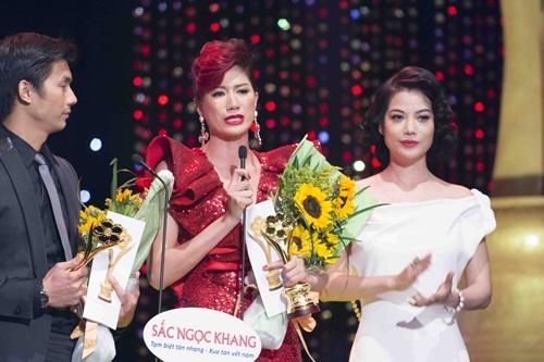 Trang Trần khóc khi nhận giải Mai Vàng