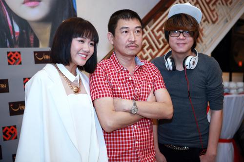 Từ trái sang: Văn Mai Hương, họa sĩ Lê Thiết Cương, ca sĩ Bùi Anh Tuấn