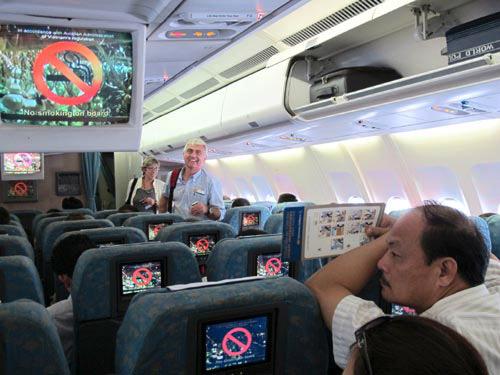 Hút thuốc lá trên máy bay có thể bị phạt đến 5 triệu đồng - Ảnh minh hoạ