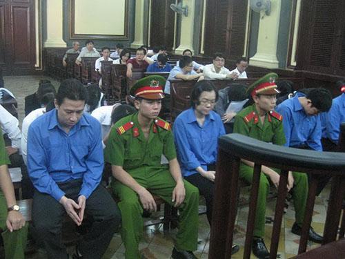 Huỳnh Thị Huyền Như và các đồng phạm tại phiên tòa sáng 30-12