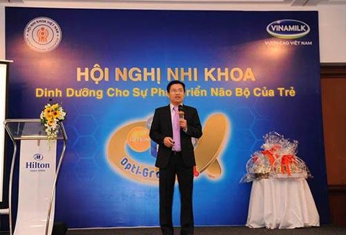 """Ông Mai Thanh Việt - Giám Đốc Marketing ngành hàng sữa bột trong phần trình bày về chủ đề """"Dielac Alpha gold - đặc chế hỗ trợ phát triển trí não"""""""