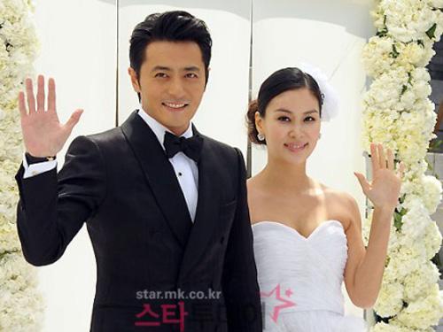 """Vợ chồng Jang Dong Gun đón """"công chúa"""""""