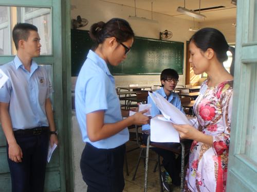 Thí sinh ở Hội đồng thi Trường THPT Trần Đại Nghĩa. Đ. Trinh/NLĐO