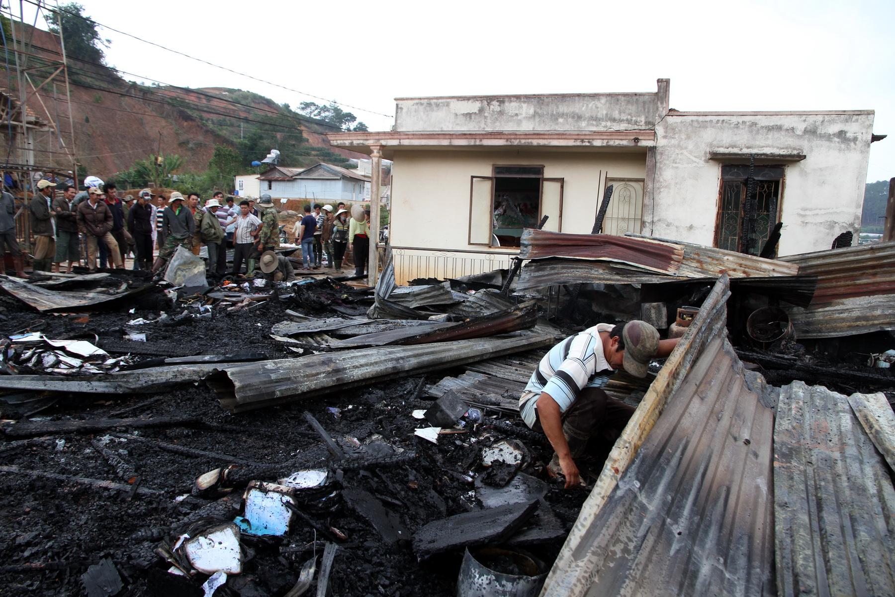 Sau vụ cháy, ngôi nhà chỉ còn là đống hoang tàn trơ trụi