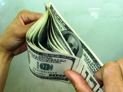 Tỉ giá USD đụng trần nhiều ngày qua. Ảnh: Thái Phương