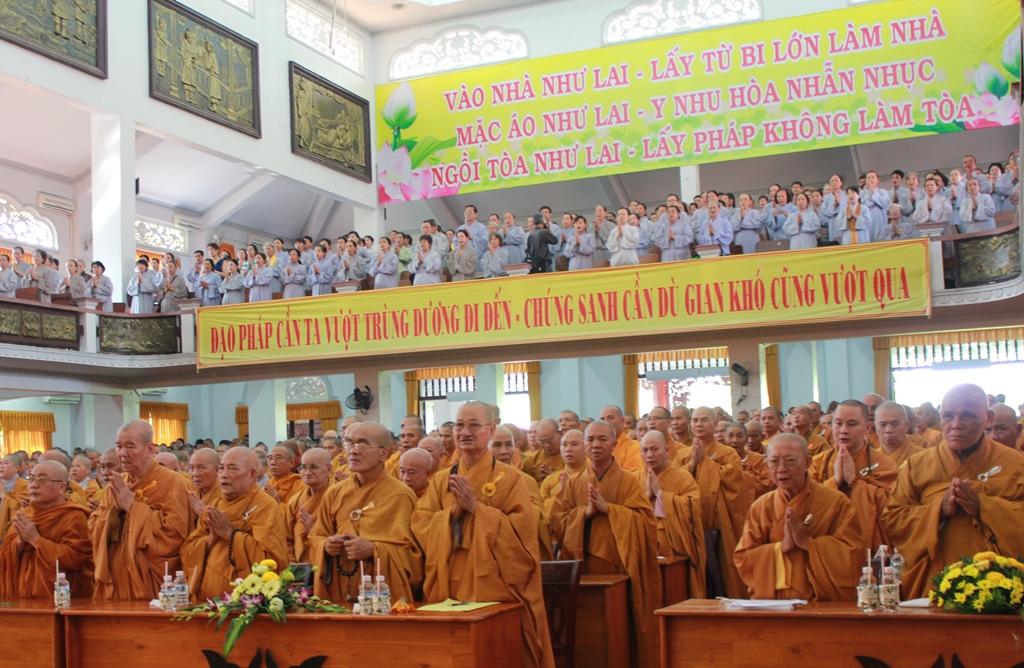 Tăng ni, phật tử hiệp tâm cầu nguyện hòa bình cho biển Đông