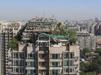http://static4.businessinsider.com/image/52b9fd2e6bb3f7a22e253000-400-300/people-build-houses-on-top-of-apartment-buildings.jpg