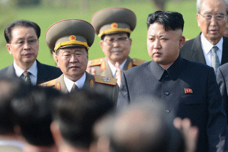 Chủ nhiệm Tổng cục Chính trị Quân đội Nhân dân Triều Tiên Choe Ryong-hae (trái)  tháp tùng lãnh đạo Kim Jong-un. Ảnh: YONHAP