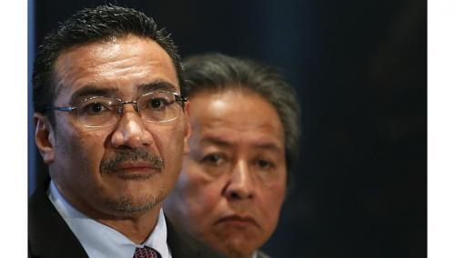 Quyền Bộ trưởng giao thông Malaysia Hishammuddin Hussein bác tin máy bay mất tích xuất hiện ở Maldives.  Ảnh: REUTERS