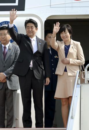 首相、オセアニア歴訪出発