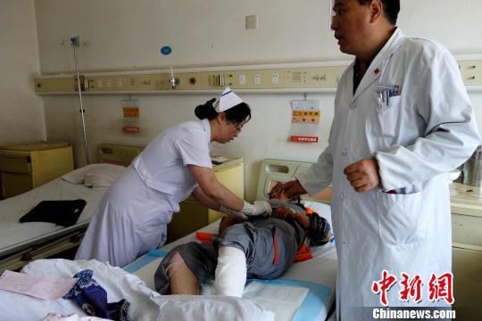 西宁机场爆炸受伤保洁员正在接受治疗无生命危险